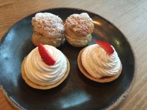 Raw cream chantilly tart and almond - hazelnut cream puff