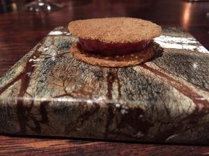 amuse: beef tartar and crispy chip