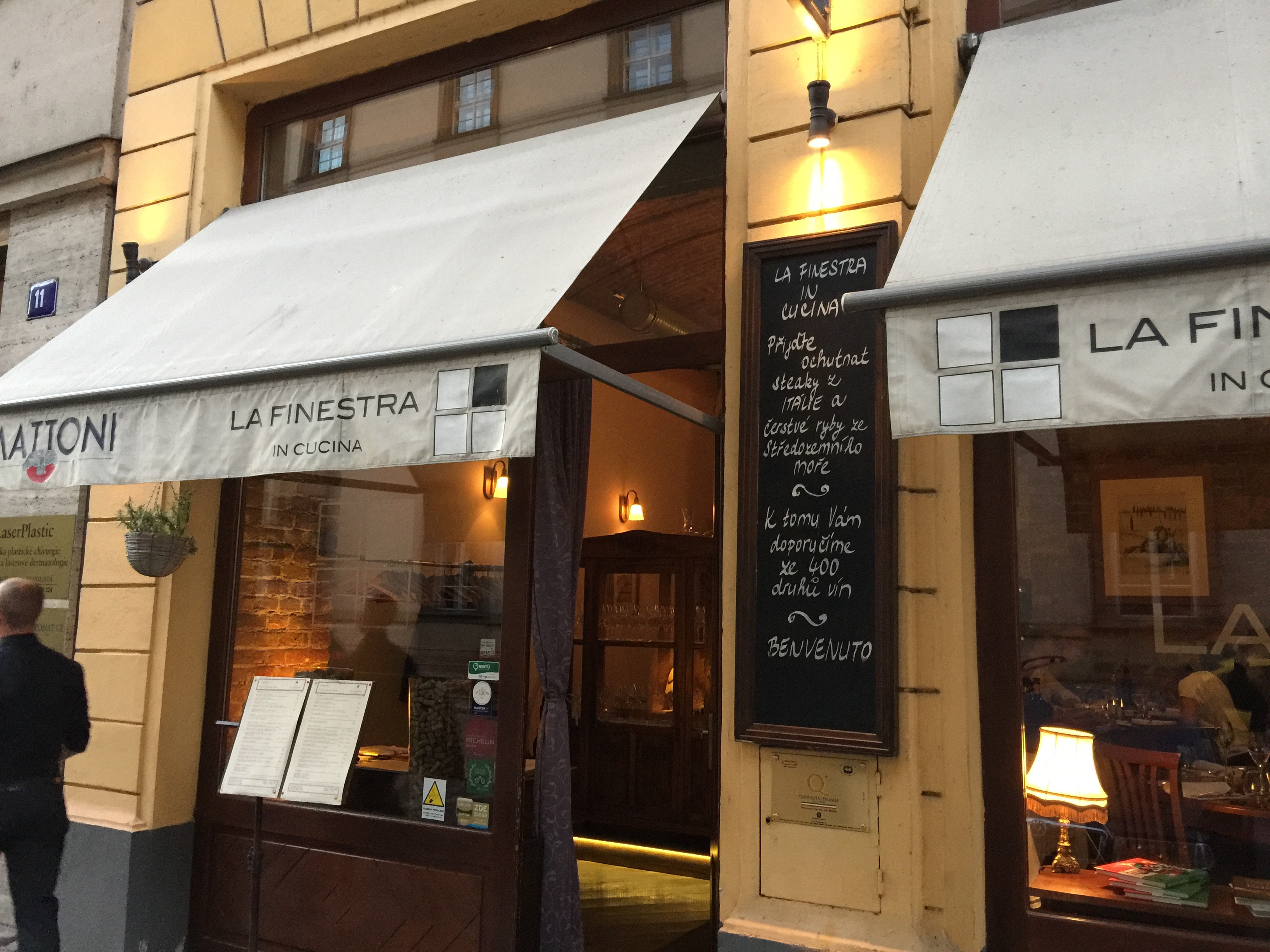 Prague dining with frankie - Ristorante la finestra ...