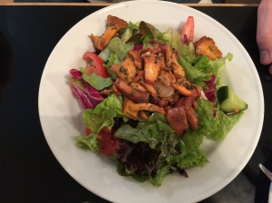 Chanterelles sauted with salad