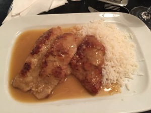 Naturschnitzel vom Kalb mit Reis: Roasted veal scallop with gravy and rice