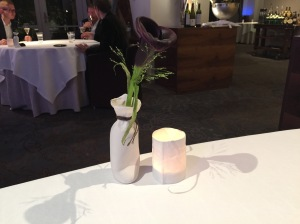 simple yet elegant table decoration