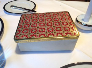 Decorative tin for next course