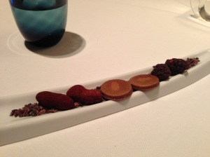 Blackberry of dark chocolate, Middle chocolate peanuts and hazelnut palet