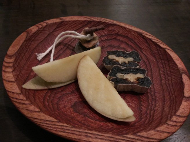Apple, dried persimmon and walnut