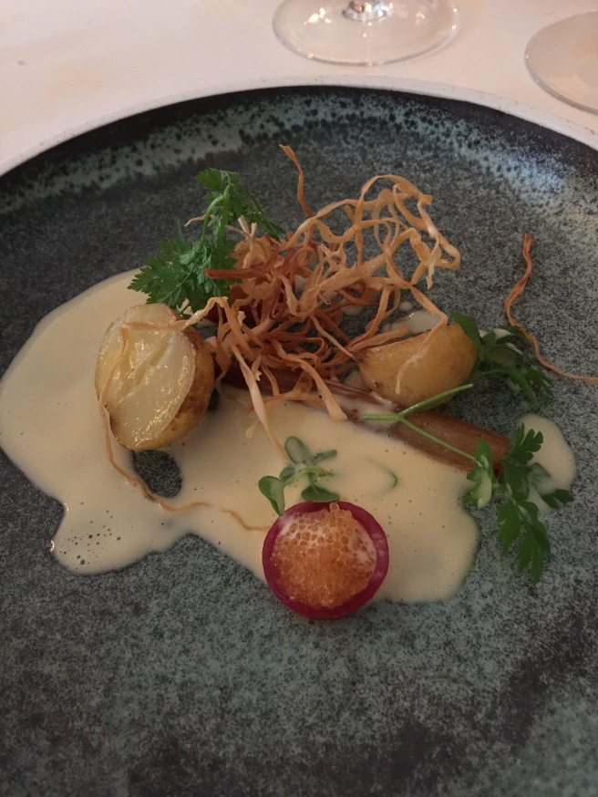 Norwegian potatoes from Reddal farm with red onion, salsify and butter sauce