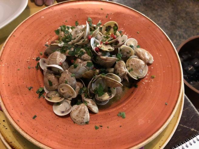 Saltata di Bevarasse con Salsa Gremolade: clams