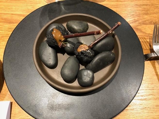 Canard, ail noir, polenta