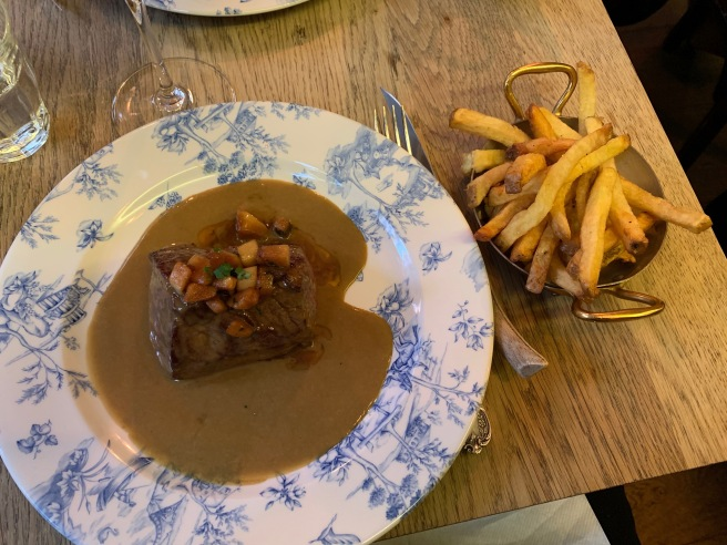 Beef steak with cep sauce and fries